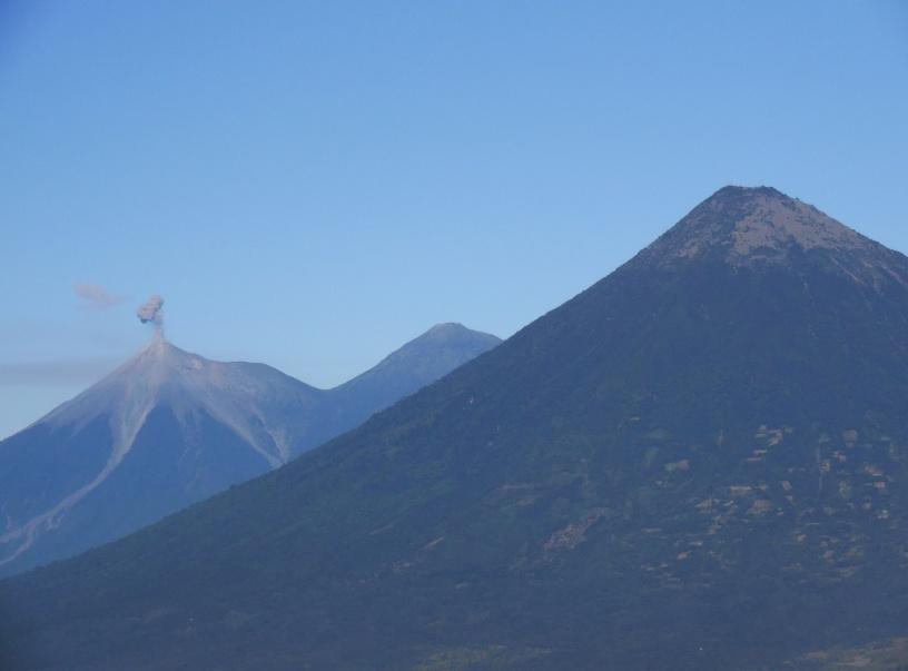 Volcan Fuego, Volcan Acatenango, Volcan Agua