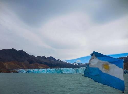 Argentina flag at Viedma glacier